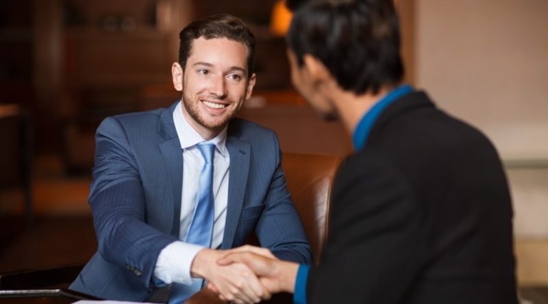 İş görüşmesi yapacaksınız, yeni mezunsunuz ya da belirli bir kariyer hedefini gerçekleştirmiş, iş görüşmesi sırasında yıllarca tecrübesi görünen deneyimli bir adaysınız. İş görüşmesi üzerine form doldurmadığınız başvuru sitesi, eleman arayan web sitesi, genel olarak adlandırırsak kariyer sitesi kalmadı. Peki, şimdi ne yapacaksınız?